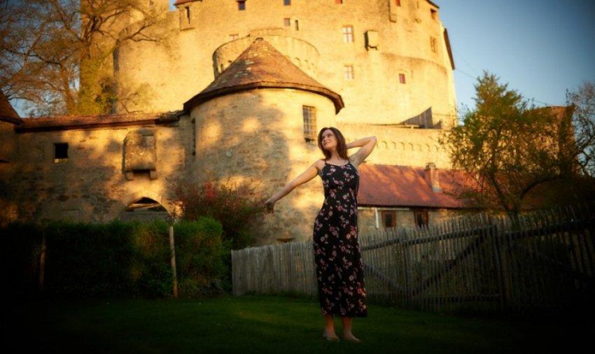 Русская девушка прожила два года в старинном замке