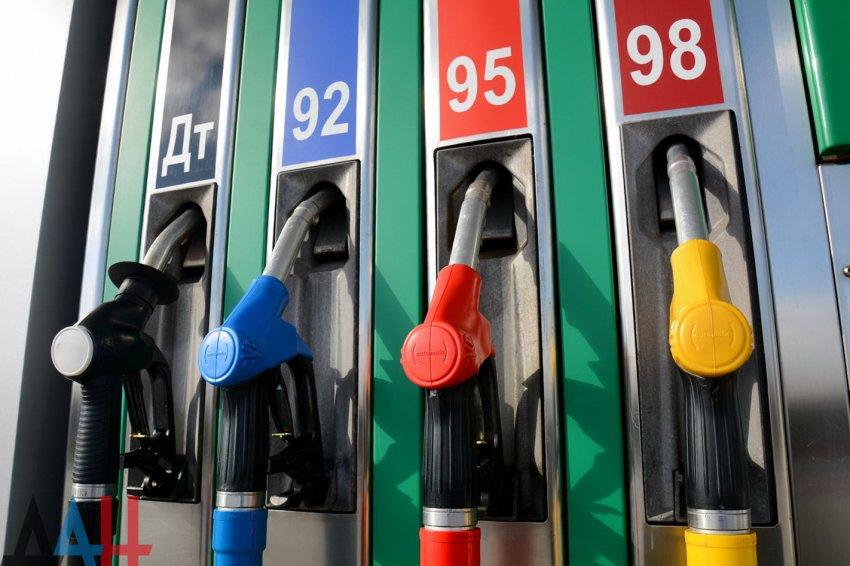 Эксперт объяснил рост цен на бензин при дешевеющей нефти