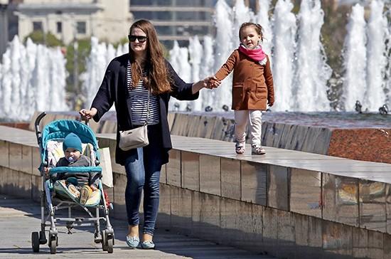 Выплаты на детей от 3 до 7 лет: нужно ли подавать заявление на перерасчет