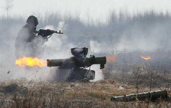 В Донбассе украинская армия продолжает обстреливать мирное население