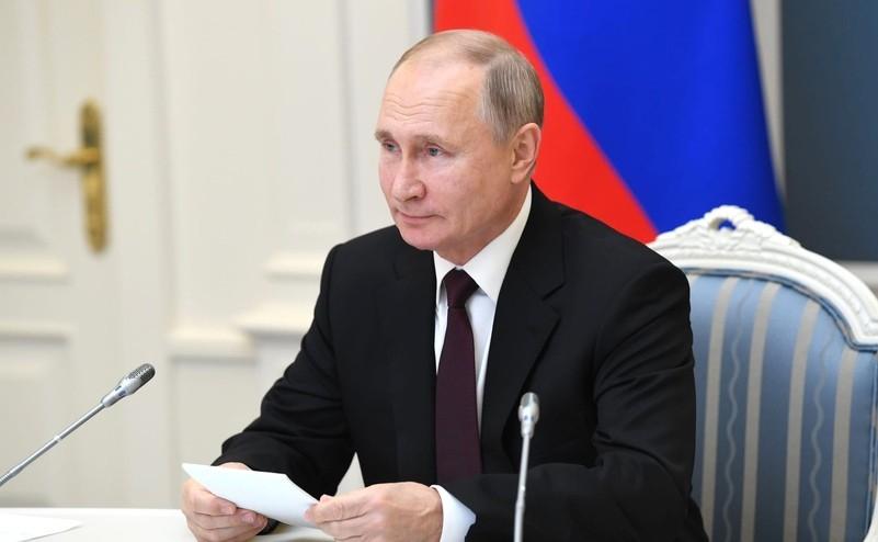Путин поручил правительству предусмотреть выплаты 5 650 рублей для неполных семей