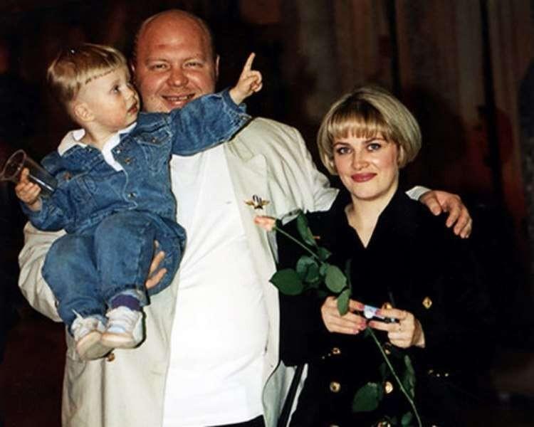 Как живет сегодня исполнитель хита 90-х «Дева-девочка моя» Сергей Крылов