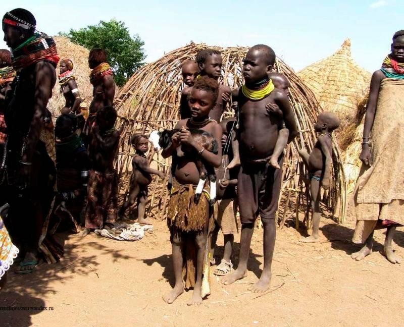 Самый грязный народ в мире: почему люди из племени бергдамы боятся воды и никогда не моются