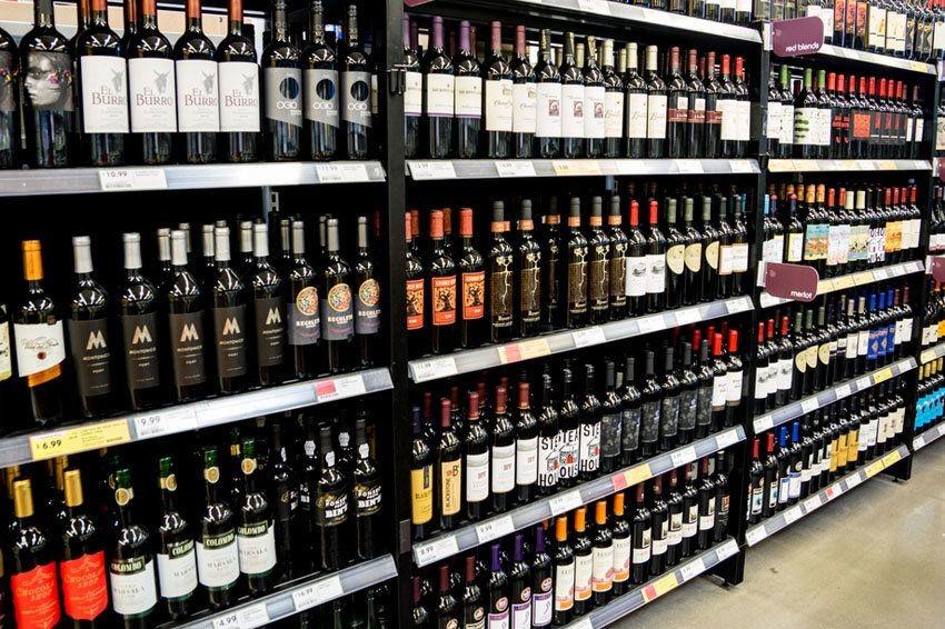 Вступил в силу запрет на продажу алкоголя в жилых домах в России