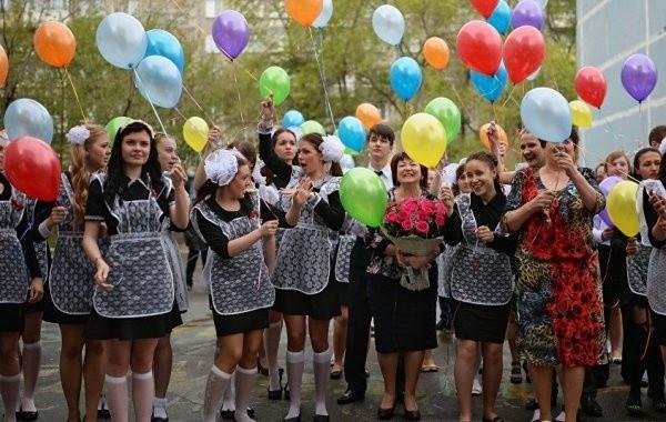 Стало известно, когда пройдут последние звонки в российских школах