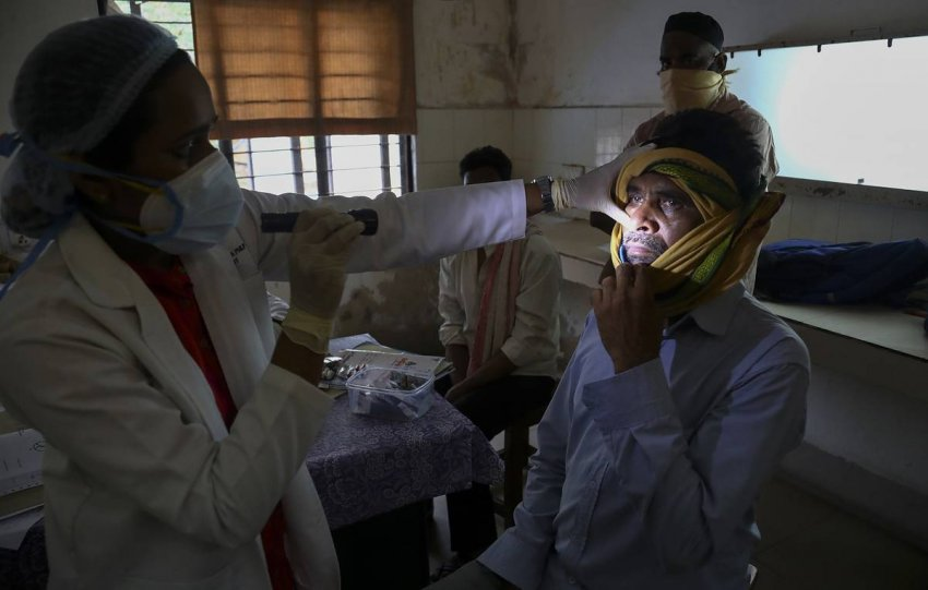 В двух штатах Индии объявили эпидемию «черной плесени», что это за болезнь и стоит ли переживать россиянам