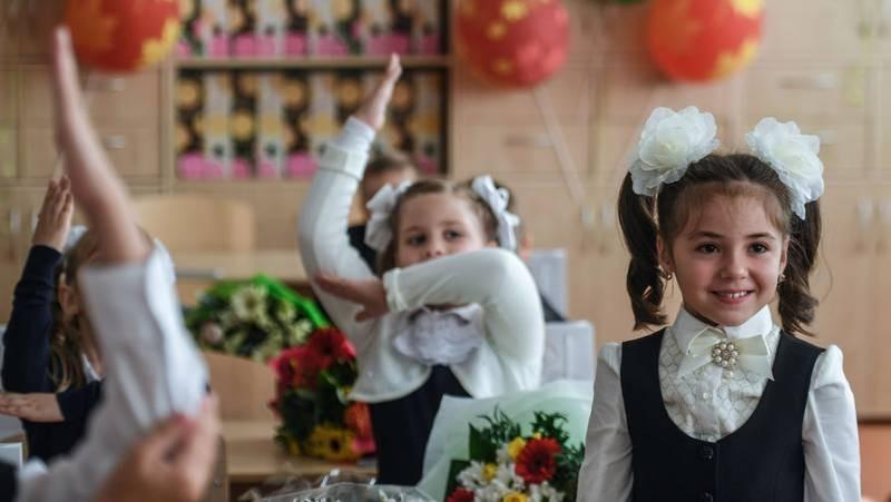 Чиновники рассказали, кому не выплатят 10 тыс. рублей на школьника в августе 2021 года
