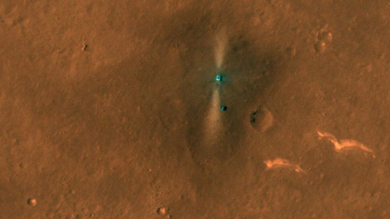 Привет с Марса: китайский марсоход Чжужун сделал селфи с красной планеты