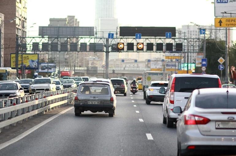 Госдума рассматривает закон о снижении нештрафуемого порога превышения скорости