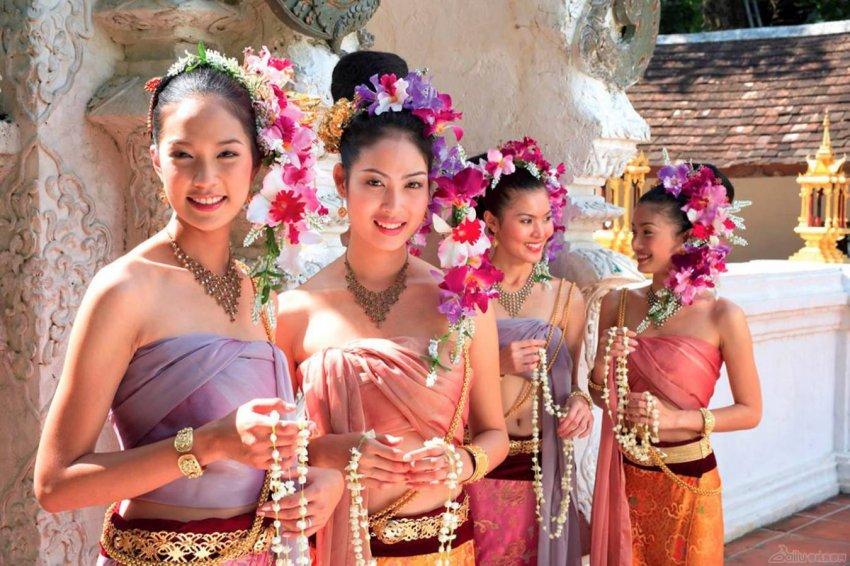 Что означает длинный ноготь на мизинце и другие необычные привычки тайцев