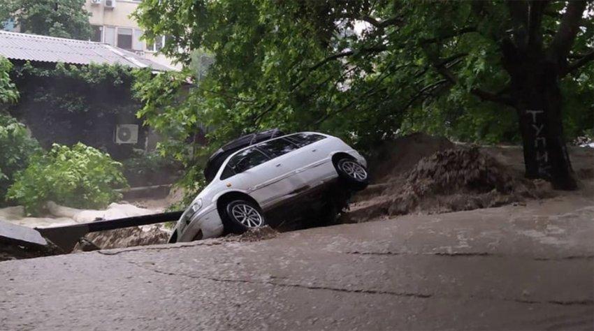 Администрация Ялты объявила о введении в городе режима ЧС из-за наводнений