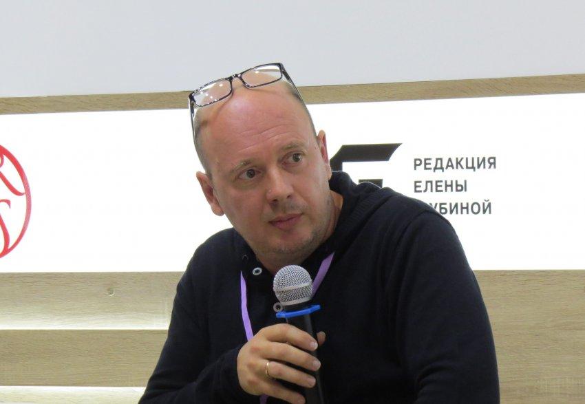 Скончался латвийский писатель и сценарист Вячеслав Солдатенко, известный как Слава СЭ