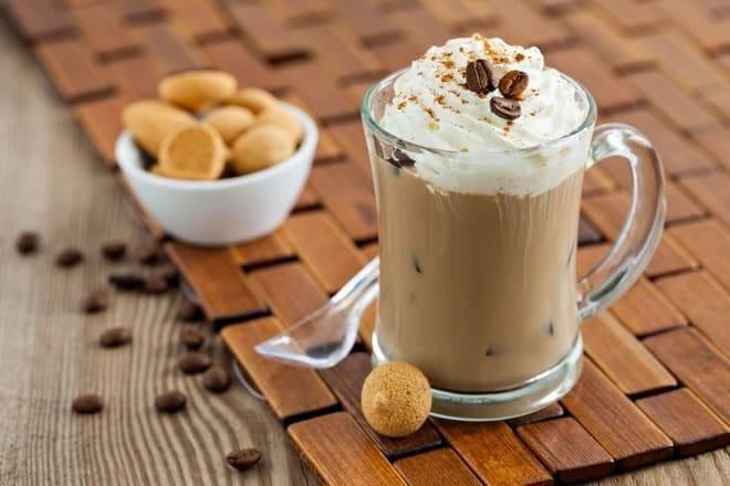 Можно или нельзя употреблять кофе со сладостями
