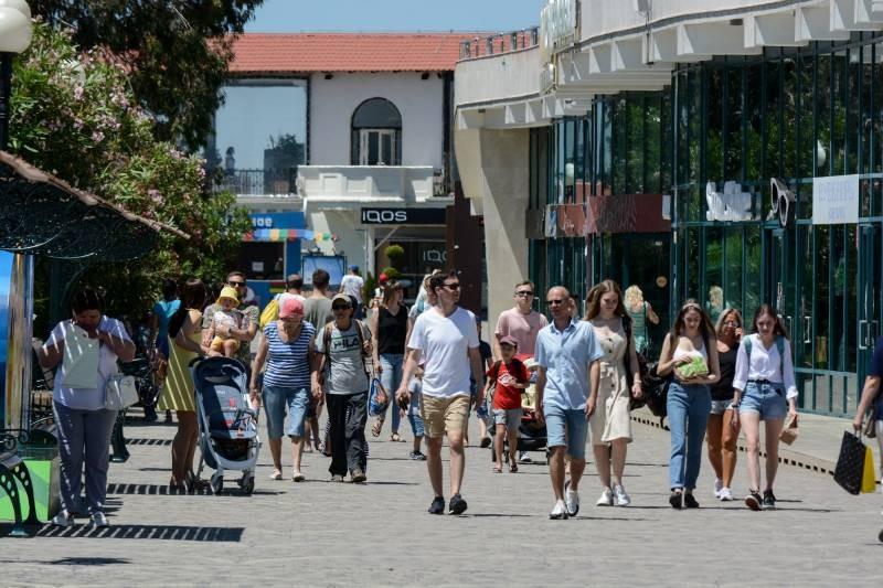 С 1 августа в Краснодарском крае будут штрафовать туристов за отказ от вакцинации
