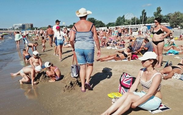 В Анапе третий день действует запрет на купание на матрасах и катамаранах