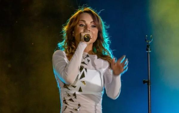 Певица МакSим исполнила первую композицию после выписки из больницы