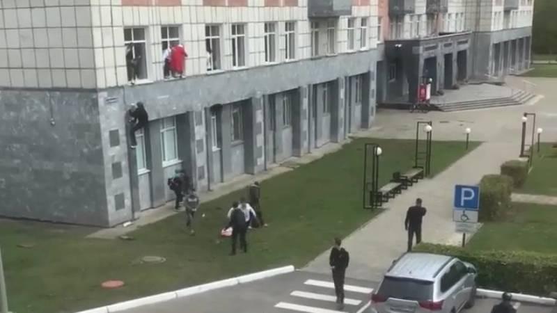 В Пермском вузе произошла стрельба: много жертв, студенты спасались бегством через окно