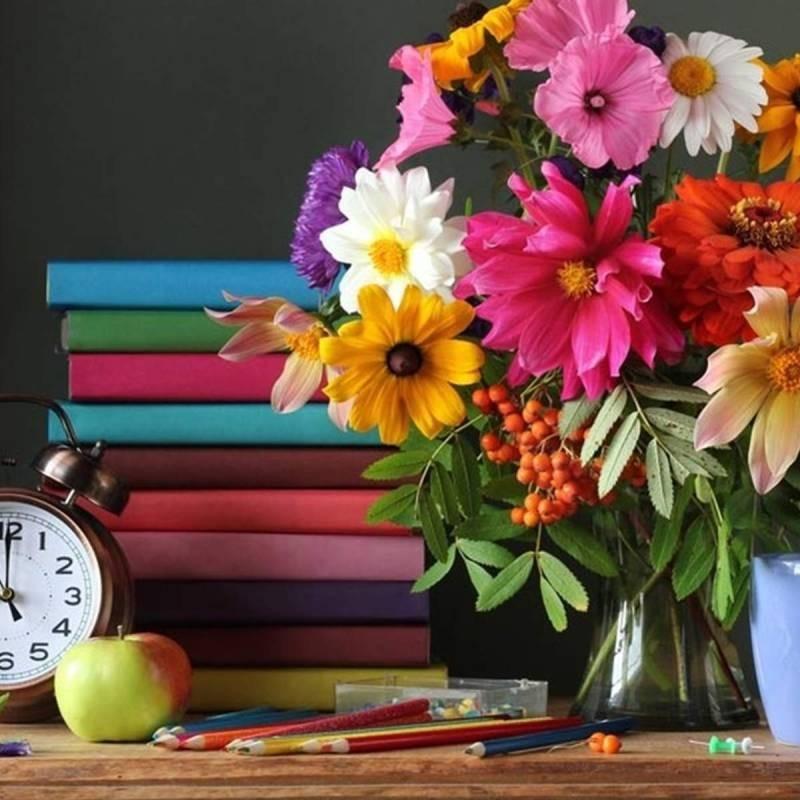 Что можно и нельзя дарить на праздник День учителя в 2021 году